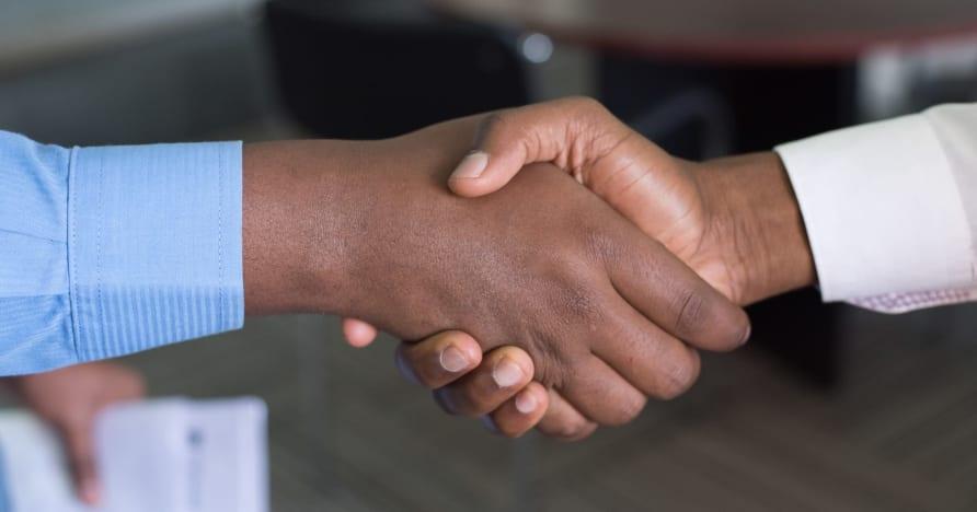 Evolution förlänger partnerskap med Entain i Storbritannien